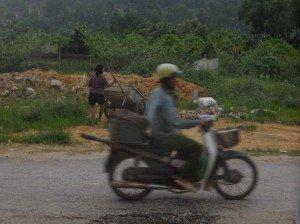 L'autre Vietnam dans Vietnam Ngan-Khieu-sous-la-pluie-300x224